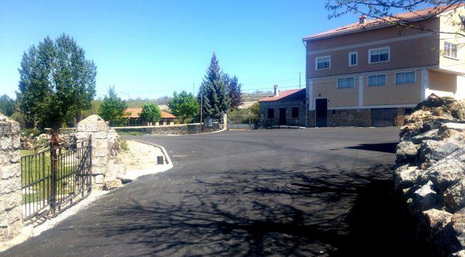 Asfaltado del camino y la Plaza del Museo